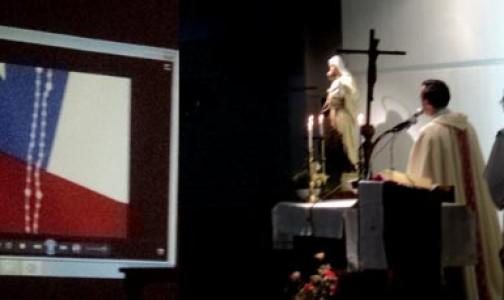 """Voluntaria de Un Rosario por Chile: """"El rosario es como el ancla de los barcos"""""""