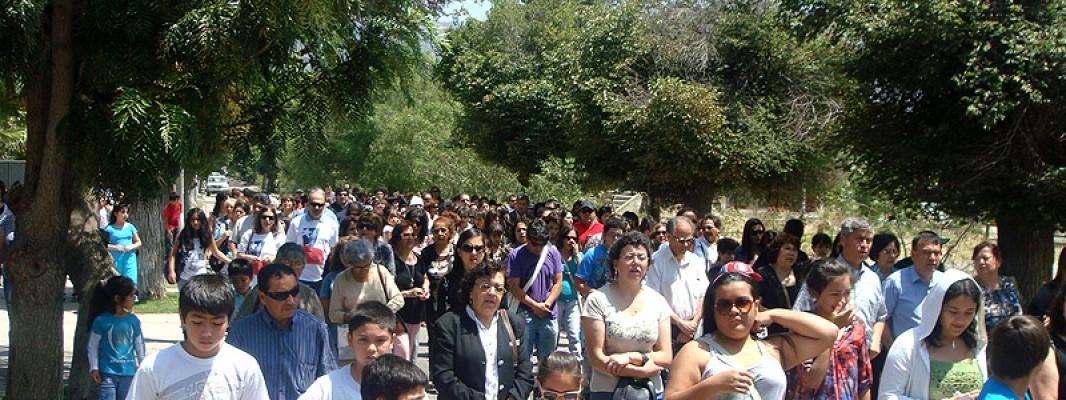 Un Rosario por Chile: Masiva procesión y primera entrega de rosarios