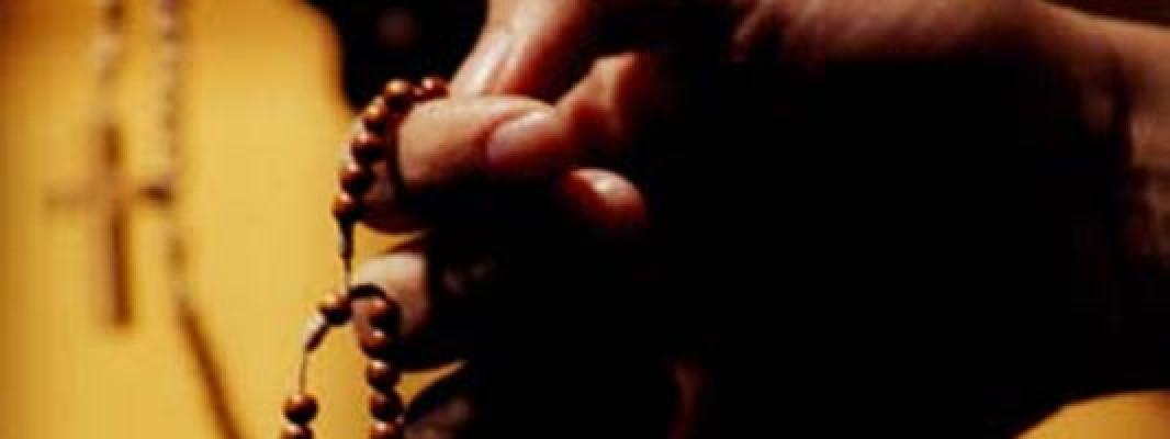 Matrimonios: Recen juntos el Rosario para Alejarse de la Tentación de la Infidelidad