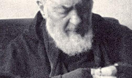 """El Padre Pío, """"rezador de rosarios a tiempo completo"""""""