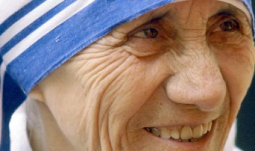 """""""Enseña a los pobres el Rosario en familia"""", el mandato confiado por María a la Madre Teresa"""