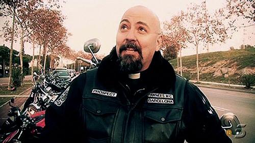 Padre Juan Antonio Molina con su look de motoquero en 2012