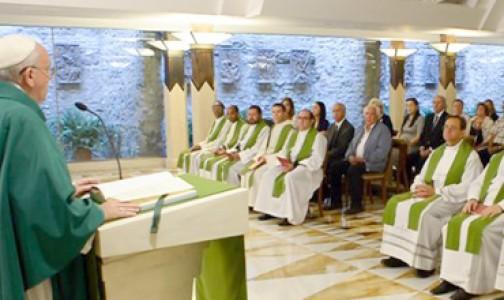 """Papa Francisco: """"La oración hace milagros e impide al corazón endurecerse"""""""