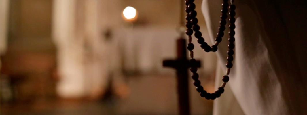 """""""Yo veía a mi madre rezando con esa especie de collar…"""""""