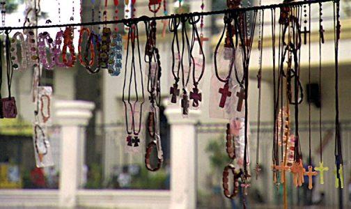 9 ideas prácticas para rezar el Rosario (aunque tengas un día muy complicado)