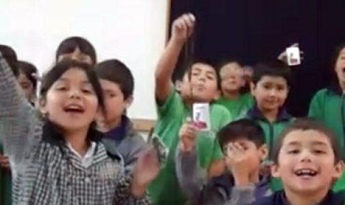 Niños de Colegio Nehuel agradecen rosarios de Paternitas