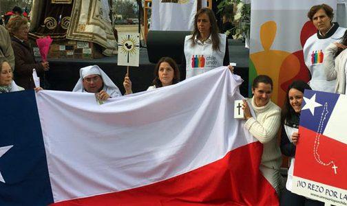 Un Rosario por Chile en Fiesta de la Virgen del Carmen