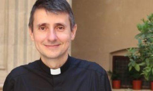 A los 45 años se ordenó sacerdote: María lo guió, con el Rosario y una postal navideña