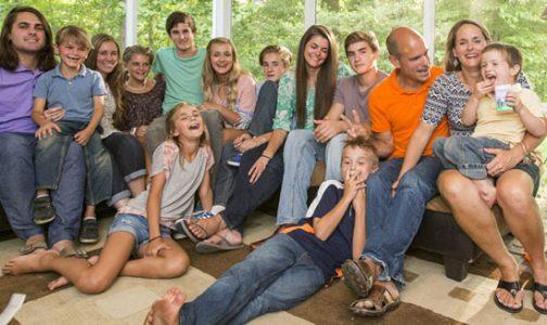 """Los Fatzinger: 13 hijos, Misa diaria, Rosario y para el """"Washington Post"""", modelo de gestión financiera"""