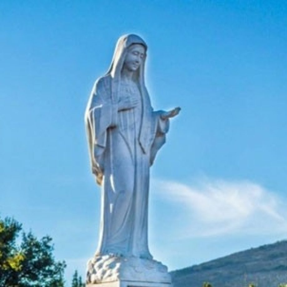 El Rosario y una entregada confianza en María sanaron a su hija, que los médicos proponían abortar