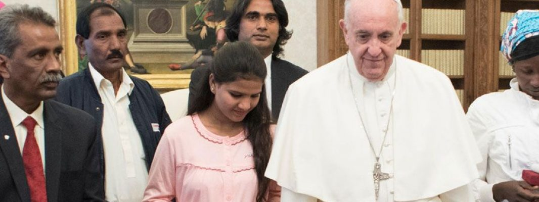 Asia Bibi recibe en prisión un Rosario regalado por el Papa Francisco