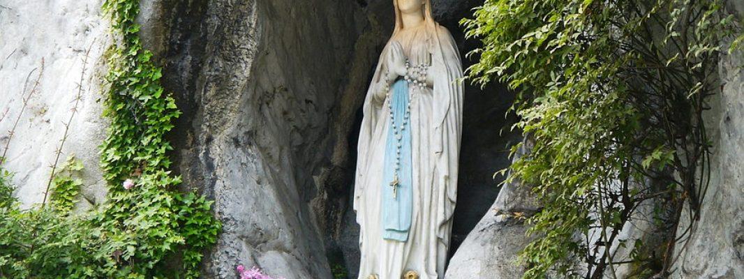 ¿Por qué la Virgen se ha aparecido tanto en poco más de un siglo? El doble hilo conductor de las apariciones modernas