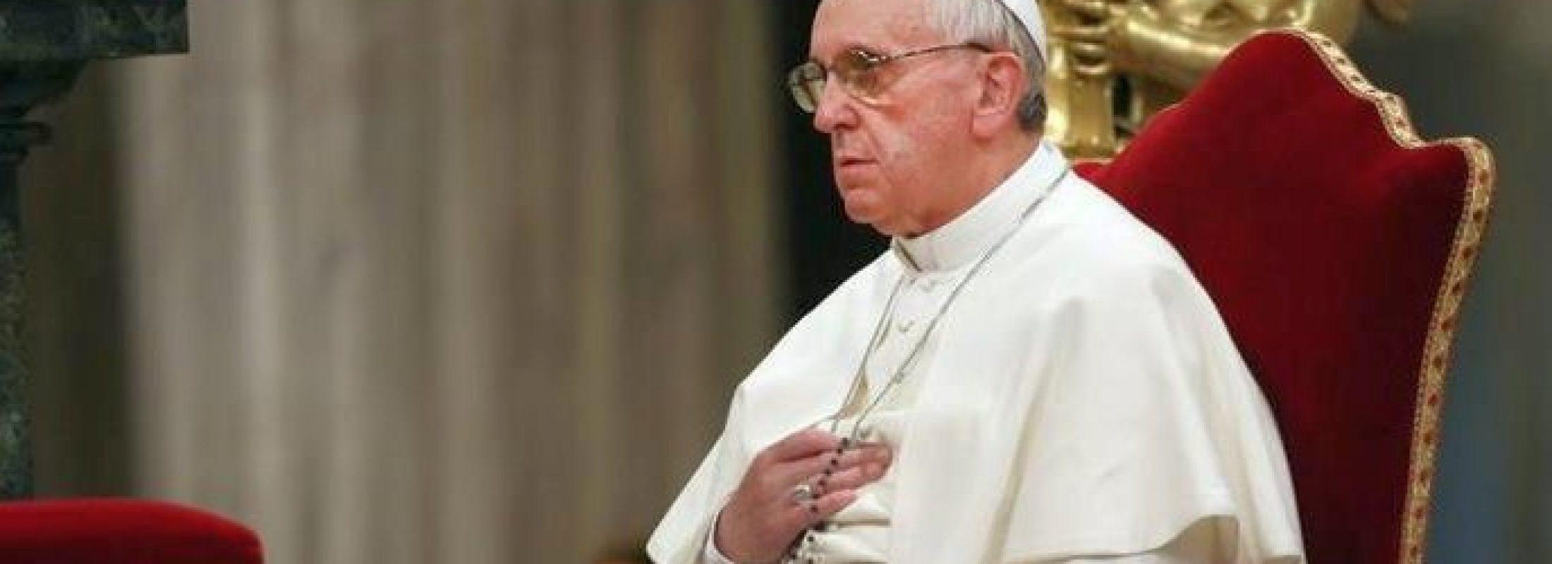 """El Papa convoca a rezar """"un rosario diario durante octubre"""" para """"defender la Iglesia de los ataques del demonio"""""""