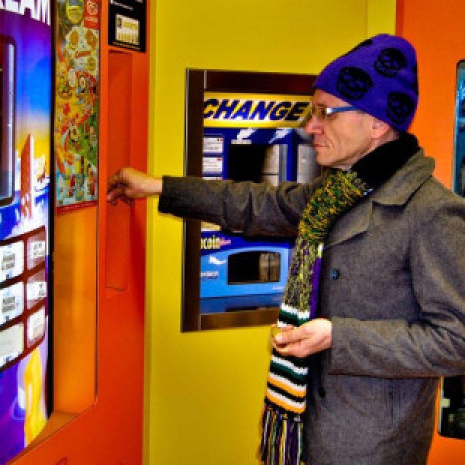 La máquina expendedora de Rosarios en lugar de bebidas y snacks