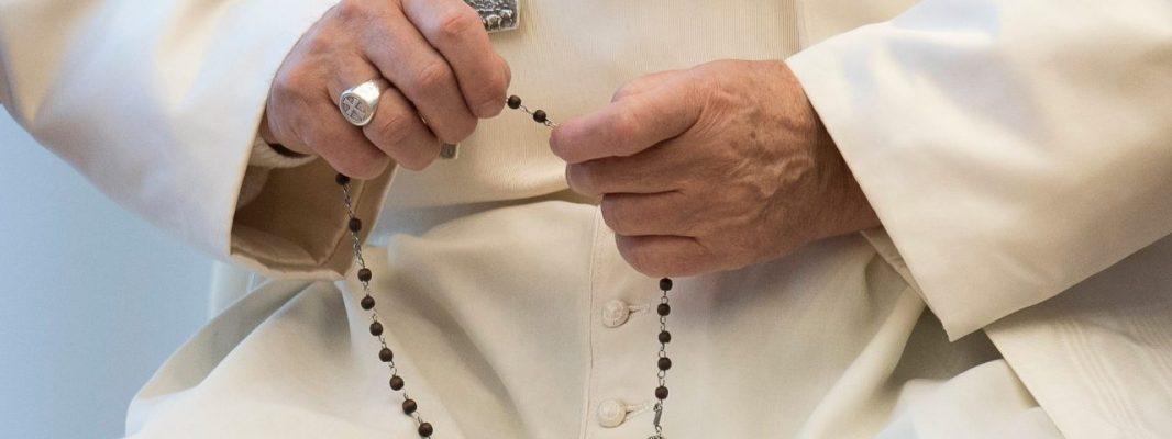 San Jorge: El día de su santo, el Papa regala 6.000 rosarios a los jóvenes de Milán